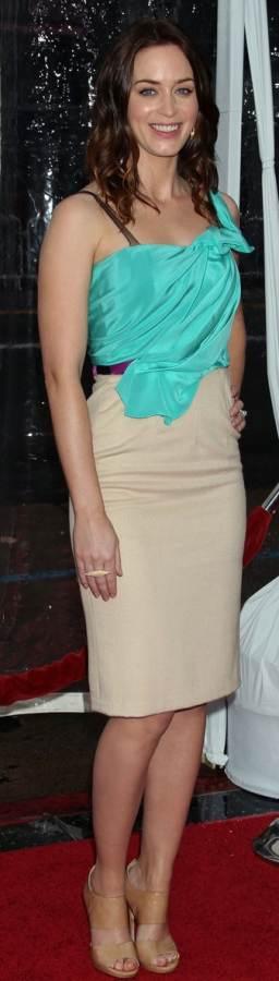 Emily Blunt in Roksanda Ilincic at Gullivers Travels LA Premiere