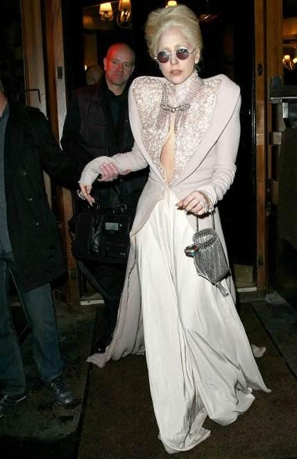 Lady GaGa ladylike dressing at Paris