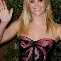 Reese Witherspoon simply stylish at How Do You Know Premiere