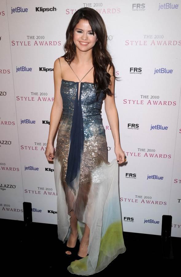 Selena Gomez  2010 Hollywood Style Awards visible white makeup powder under eyes