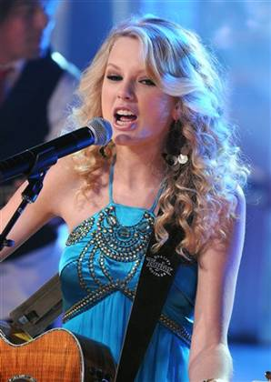 Swift on top spot in US Christmas Charts