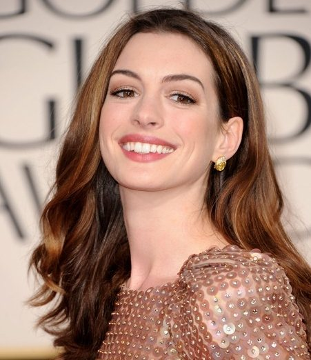 Anne Hathaway hairstyle makeup 2011 Golden Globe Awards