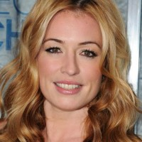 Cat Deeley makeup hairstyle 2011 Peoples Choice Awards