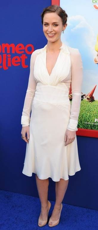 Emily Blunt white dress Gnomeo-Juliet premiere
