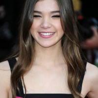 Hailee Steinfeld hairstyle makeup 2011 SAG Awards