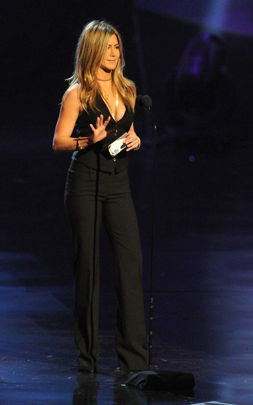 Jennifer Aniston gorgeous at 2011 Peoples Choice Awards