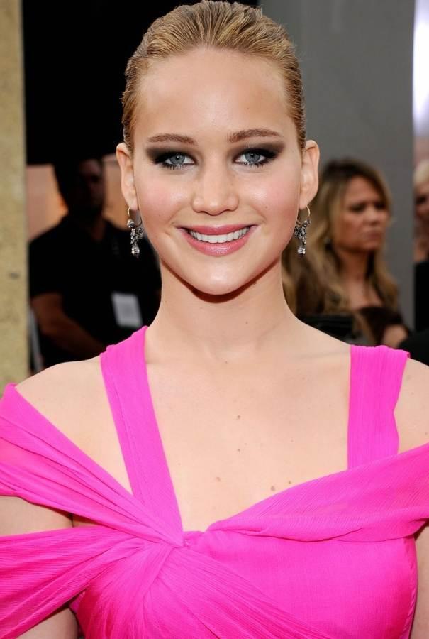 Jennifer Lawrence hairstyle makeup 2011 SAG Awards