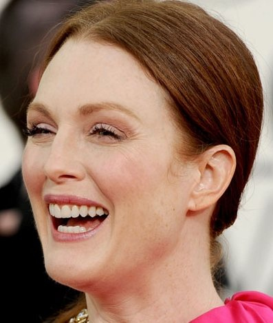 Julianne Moore hairstyle makeup 2011 Golden Globes Awards