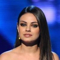 Mila Kunis hairstyle makeup 2011 Peoples Choice Awards