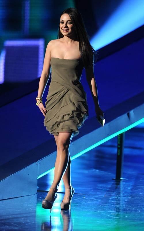Mila Kunis look 2011 Peoples Choice Awards