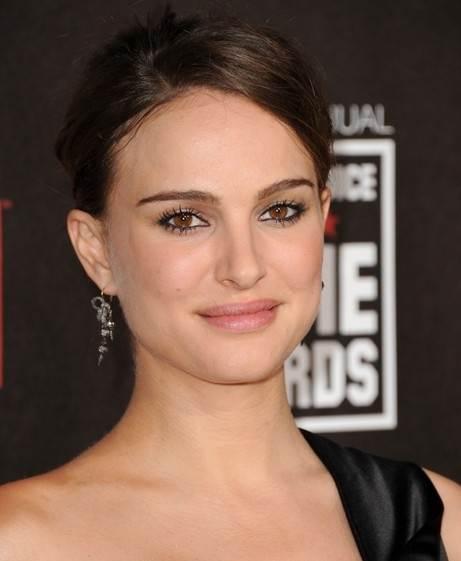 Natalie Portman hairstyle makeup  2011 Critics Choice Awards