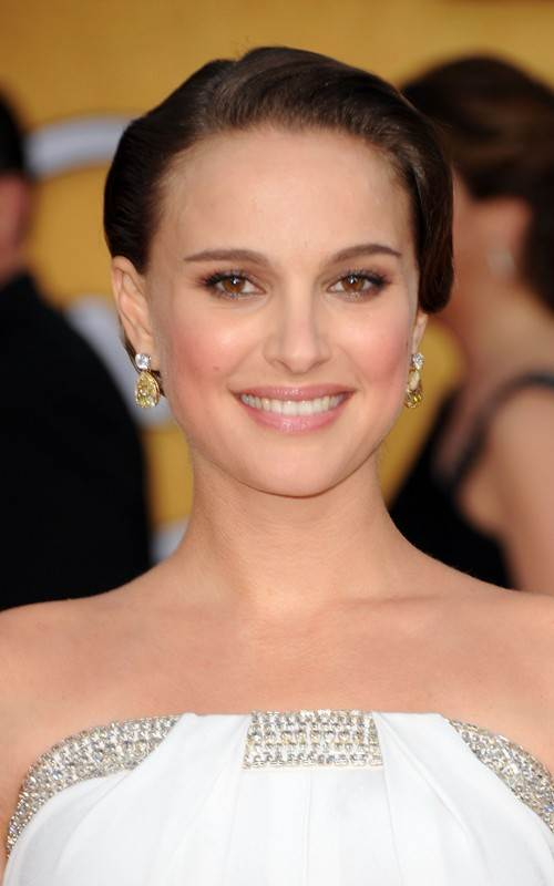 Natalie Portman hairstyle makeup  2011 SAG Awards