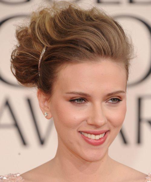 Scarlett Johansson hairstyle makeup 2011 Golden Globe Awards