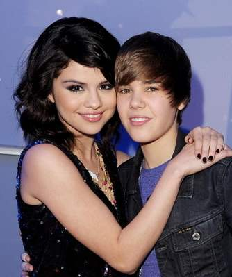 justin bieber kissed selena gomez hot. selena gomez and justin bieber