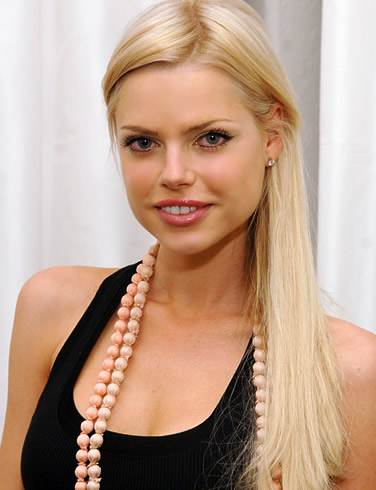 Sophie Monk gets engaged to businessman beau