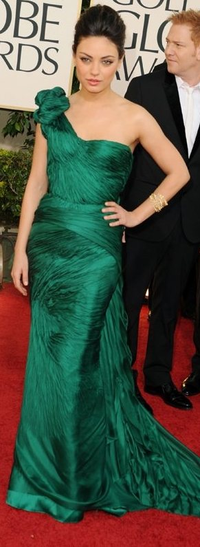 mila-kunis-Vera Wang green gown 2011 golden globes