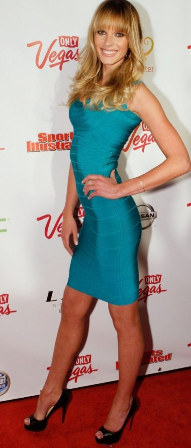 Anne V in turquoise at Sports Illustrated event