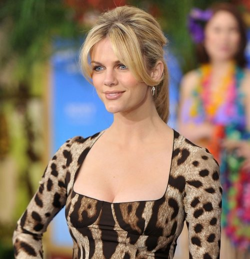 Brooklyn Decker hairstyle makeup Just Go With It premiere