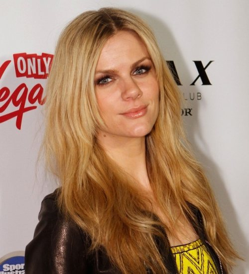 Brooklyn Decker hairstyle makeup Sports Illustrated party