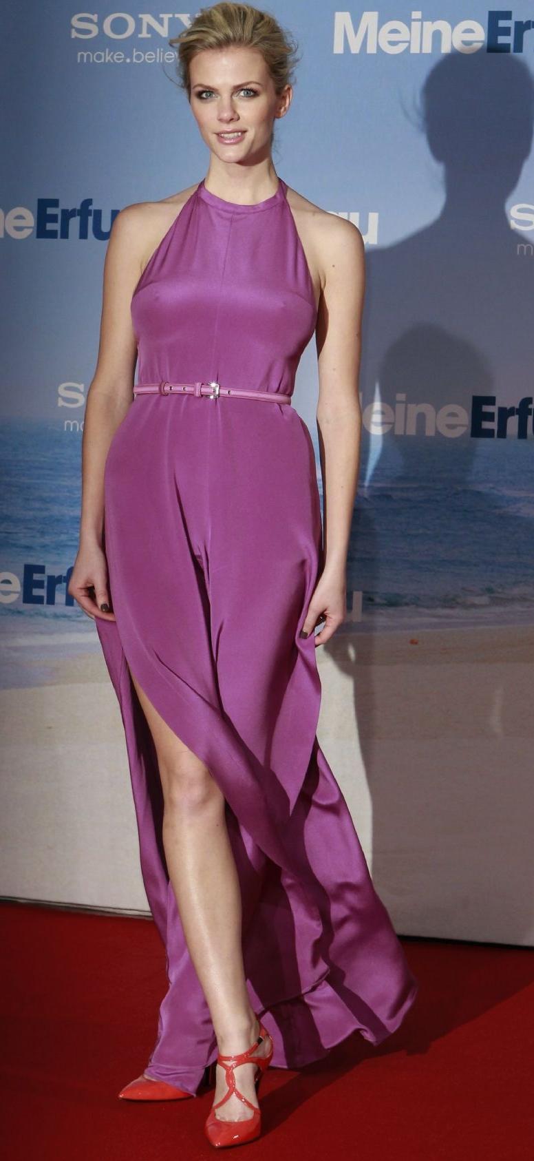 Brooklyn Decker purple dress Just Go With It Berlin Premiere