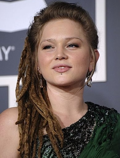 Crystal-Bowersox-hairstyle 2011Grammy-Awards