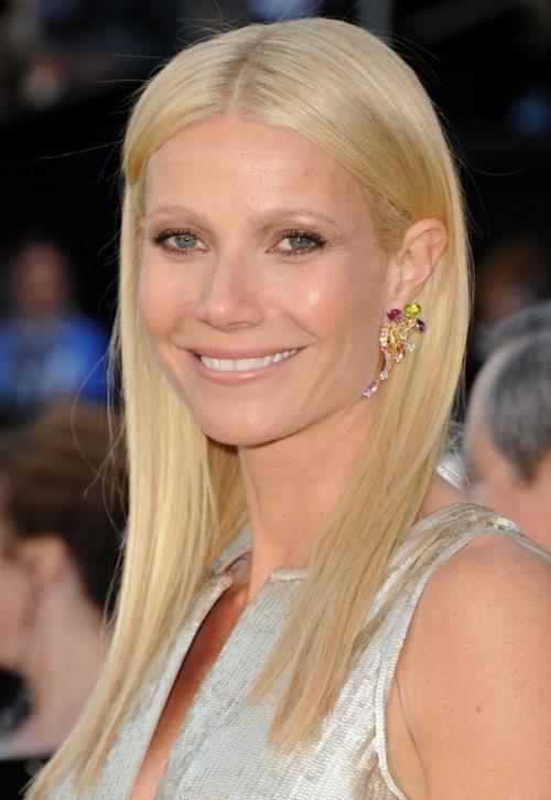 scarlett johansson hair 2011 oscars. Gwyneth Paltrow at 2011 Oscars