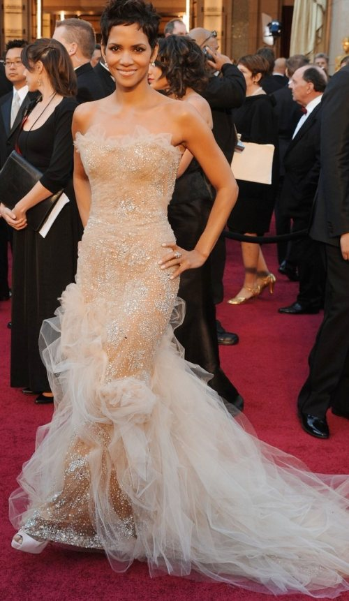 Halle Berry stunning in Marchesa at 2011 Oscars