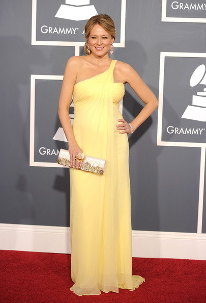 Jewel yellow gown at the Grammys 2011