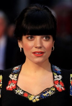 Lily Allen sues Daily Mail for privacy invasion
