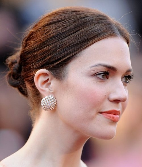 Mandy Moore hairstyle red carpet 2011 oscars