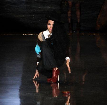 Model falls down at ramp lamb fall winter 2011 show-2