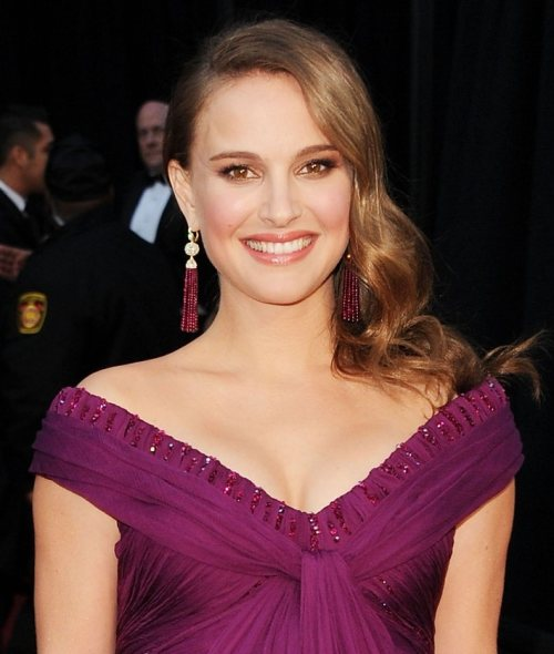 Natalie Portman Oscars Dress 2011. Natalie Portman hairstyle 2011
