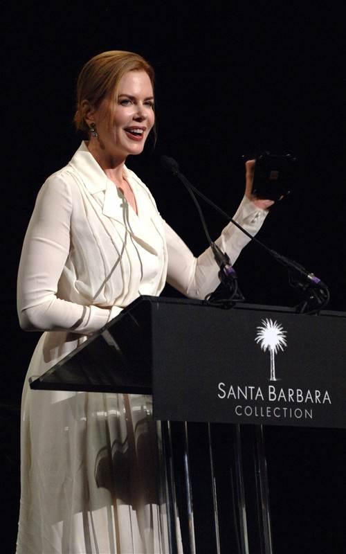 Nicole Kidman presented with Vanguard Award