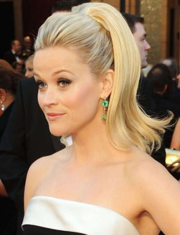 Reese Witherspoon hairstyle Oscars 2011