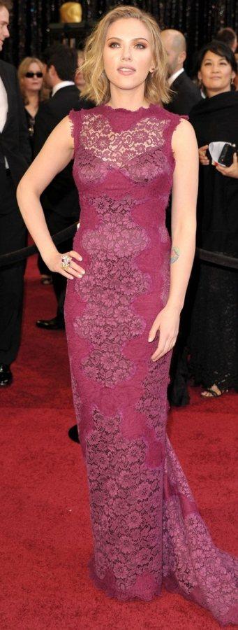 Scarlett Johansson Oscars 2011 red carpet