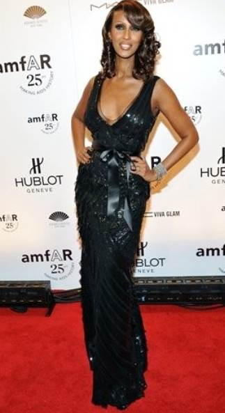 Supermodel Iman in Oscar de la Renta at amfAR gala