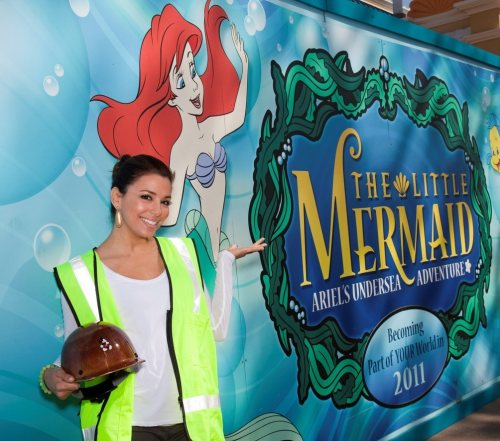 Eva Longoria spends fun time on Birthday at Disneyland