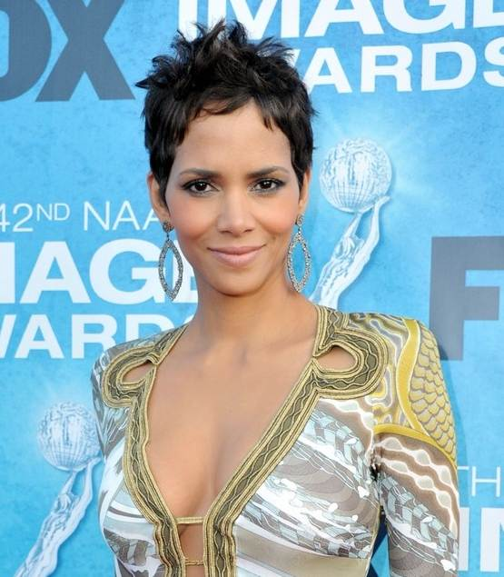 Halle Berry NAACP Image awards red carpet