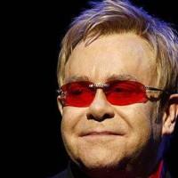 Sir Elton John dedicates song to Elizabeth Taylor