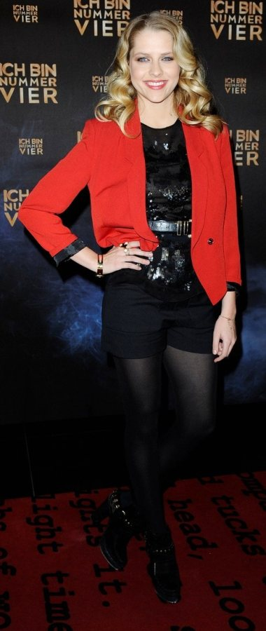 Teresa Palmer red black i Am Number Four Germany premiere