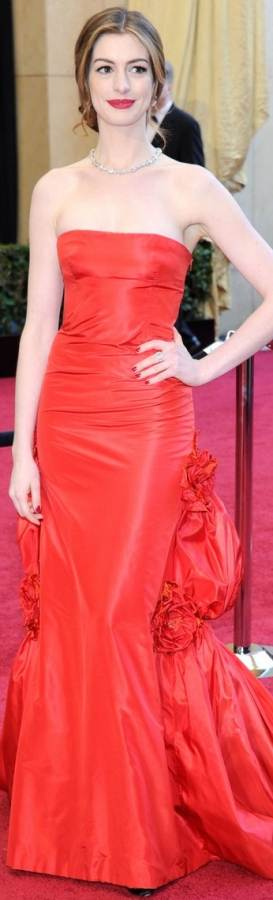 anne-hathaway-2011 oscar gown