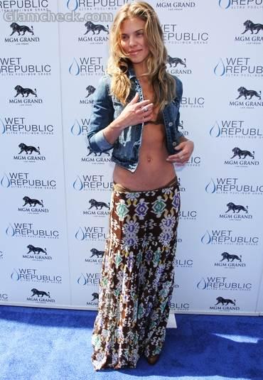 AnnaLynne McCord bikini Wet Republic Pool  MGM Grand Hotel 2011