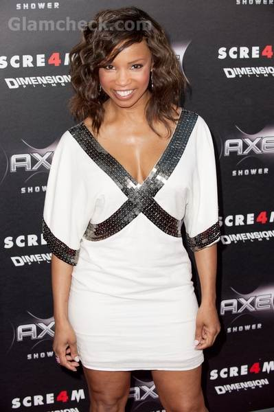 Elise Neal sexy in white for Scream 4 premiere