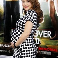 Alyssa-Milano-baby-bump