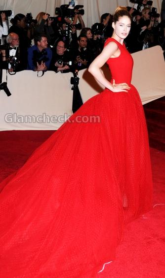 Doutzen-Kroes-red-gown-MET-Gala-event