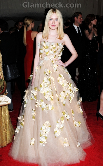 Gorgeous-Dakota-Met-Gala-Valentino-gown