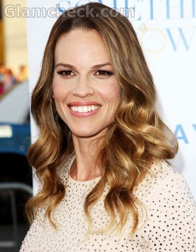 Hilary Swank loose wave curly hairstyle