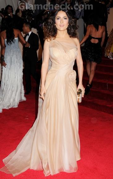 Salma-Hayek-Alexander-McQueen-gown-met-gala-event