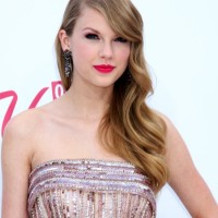 Taylor Swift hairstyle 2011 Billboard Music Awards