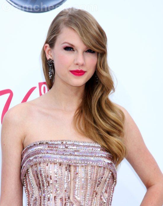 Taylor Swift hairstyle 2011 Billboard Music Awards